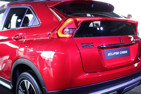 eclipse-cross-rear-00.JPG