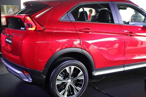 eclipse-cross-rear-05.JPG